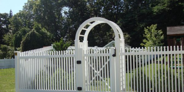 5' high white vinyl spoke fence with vinyl lattice and baluster arbor